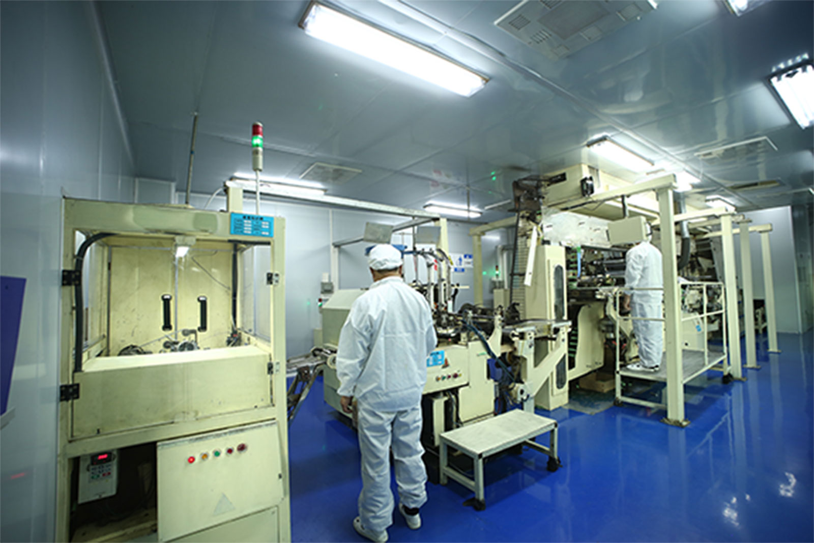 Pharmaceutical Tube Production in Cleanroom